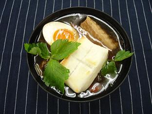 味玉のせ豚角煮雑煮の画像