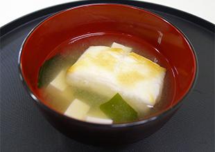 餅入り味噌汁の画像