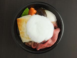 国産牛ローストビーフのすき焼き風雑煮~わたあめ添え~の画像